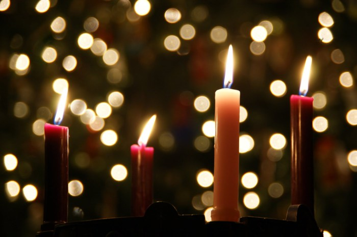 Coutersy: http://www.christmaswow.com/advent-christmas-candle/